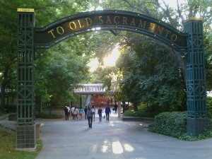 entering Old Sac 300x225 How To Build Business Via Old Sacramento, Horse & Buggy & Social Media